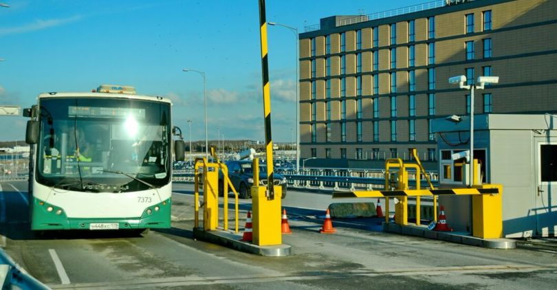 Число автобусов доПулково увеличат спонедельника