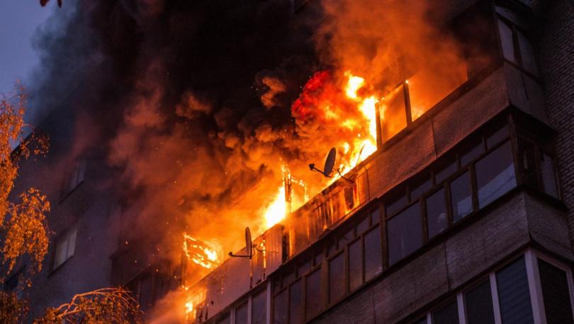 Жильцов дома на Королева эвакуировали из-за горящих балконов