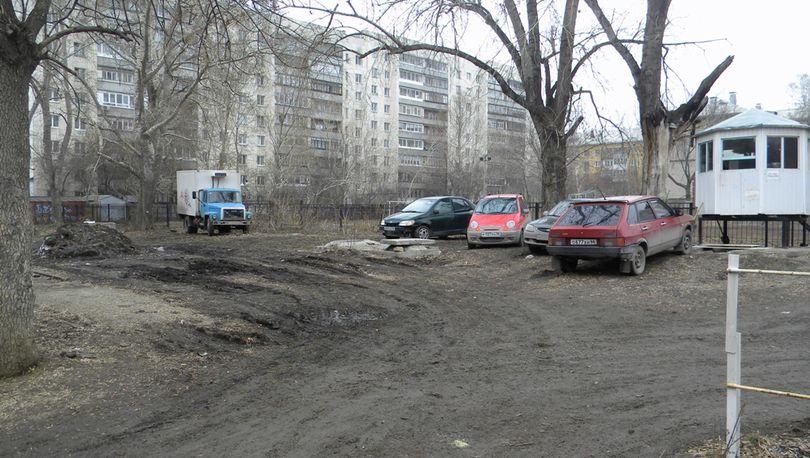 В Невском районе закрыли незаконную парковку