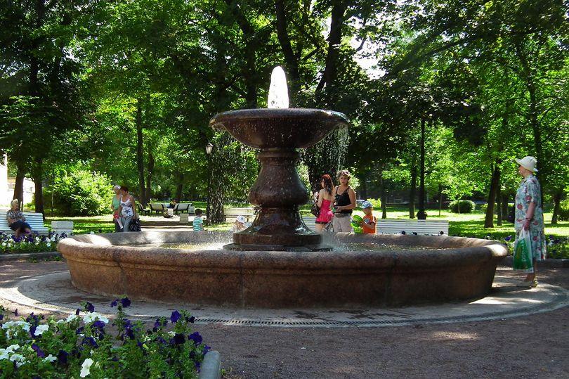 Заработал после реконструкции фонтан на ул. Писарева