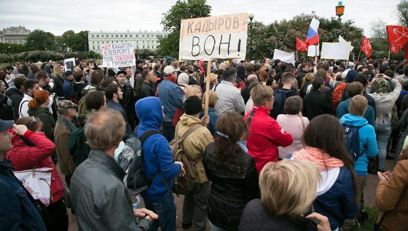На митинг против моста Кадырова пришло около 400 человек