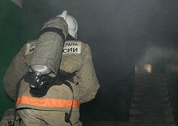 На проспекте Ударников тушили пожары в двух домах