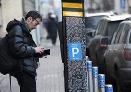 Смольный заработает на платных парковках 450 млн рублей