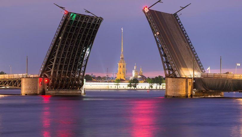 Дворцовый мост разведут три ночи подряд