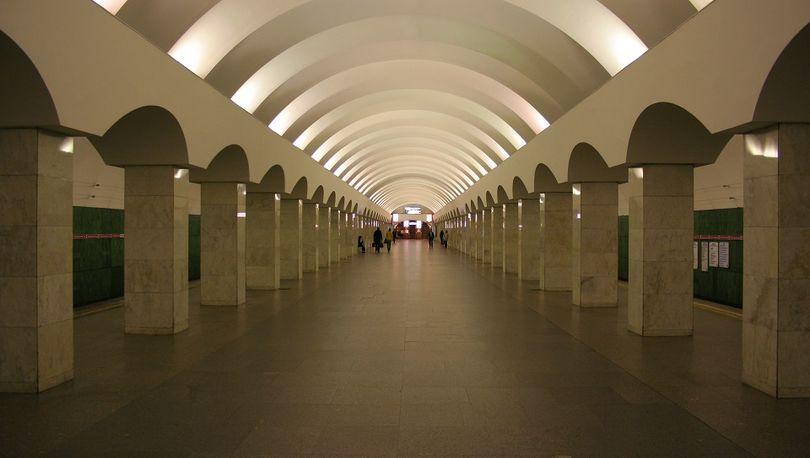 В субботу закрывается станция метро «Лесная»