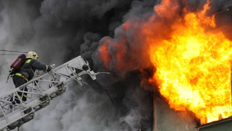 В пожаре на Ветеранов погиб человек
