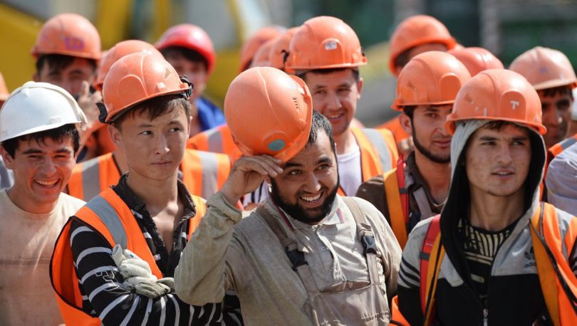 мигранты на стройке