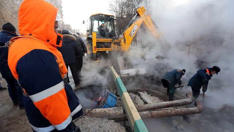 Авария на теплотрассе блокировала движение в Приморском районе