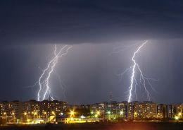 В ближайшие часы в Петербурге ожидаются ливни и грозы