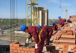 Сотрудники стройкомпаний чаще других жаловались на невыплату зарплат
