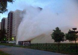 На Шлиссельбургском проспекте прорвало трубу