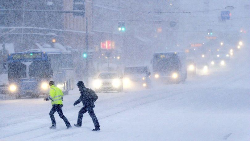 Число уборочных машин на дорогах Петербурга превысило тысячу