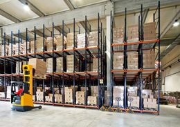 Объем сделок на рынке складов просел в два раза