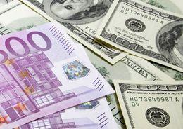 Курсы евро и доллара выросли