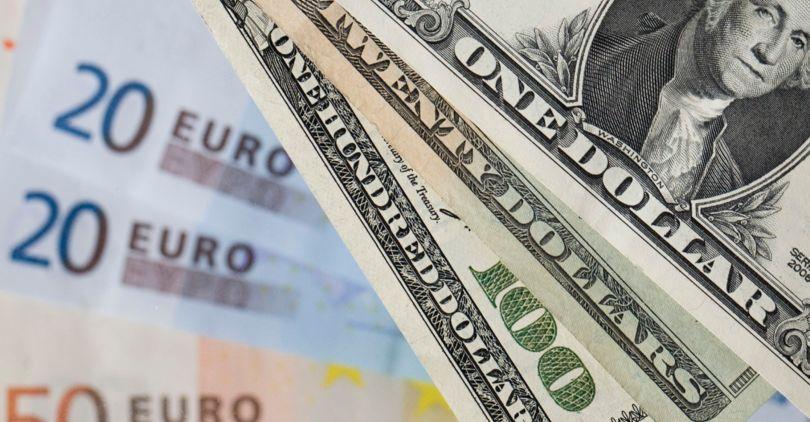 ЦБ увеличил курс доллара иевро