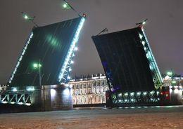 Дворцовый мост будут закрывать на выходные