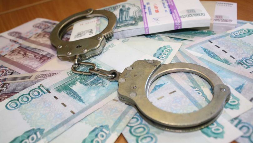 Петербургские УК подозревают в незаконном управлении сотнями домов