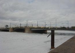 Грядущей ночью разведут Тучков мост и закроют движение по Володарскому мосту
