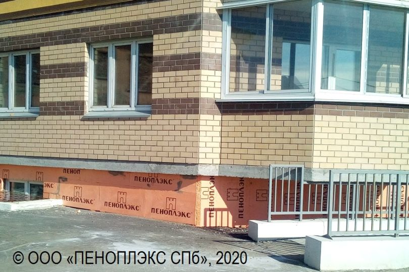 Цоколь многоквартирного дома в Челябинске на ул. Ижевской, 56